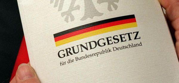 Правительство Германии решило перевести на арабский язык Конституцию Германии